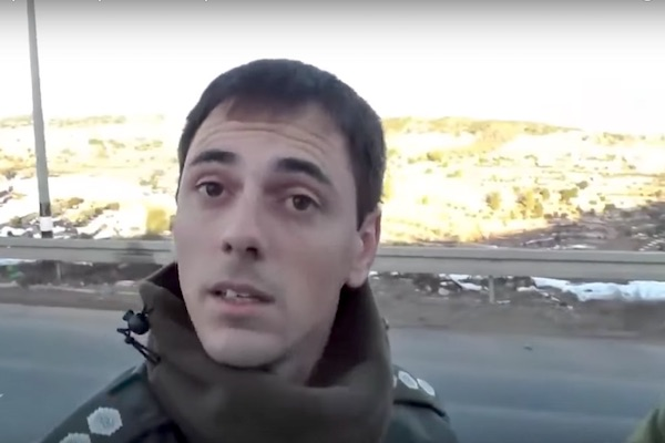 Border police officer Alon Tiff ordering Ta'ayush activists to turn back. (video capture)