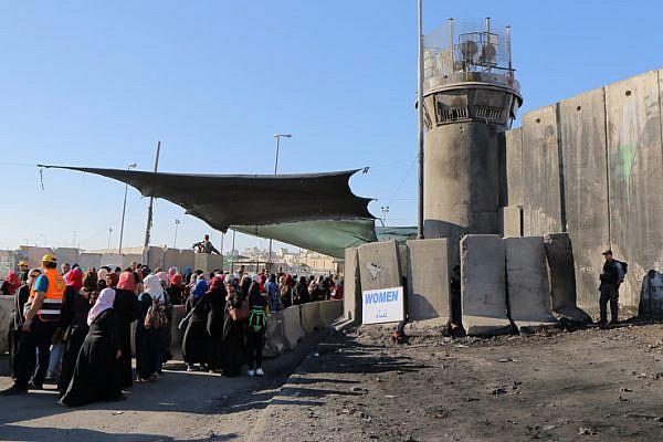 Palestinian worshipers enter the Israeli military's Qalandiya checkpoint separating Ramallah and Jerusalem on their way to pray at Al-Aqsa Mosque for the second Friday of Ramadan, June 17, 201-. (Ahmad Al-Bazz/Activestills.org)