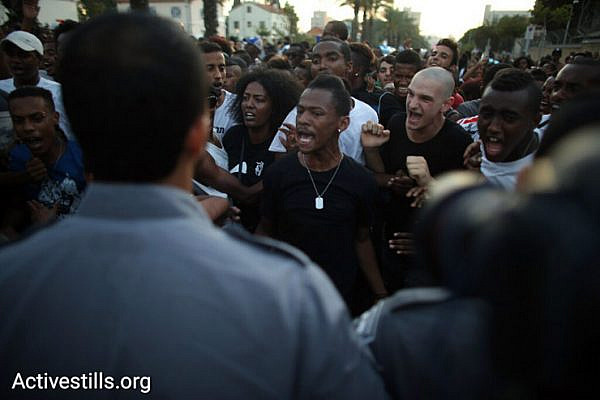 Demonstrators confront police during a protest against police brutality targeting Israelis of Ethiopian descent, July 3, 2016. (Oren Ziv/Activestills.org)