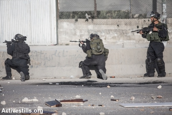 File photo of Israeli police aiming their rifles at Palestinian protesters. (Activestills.org)