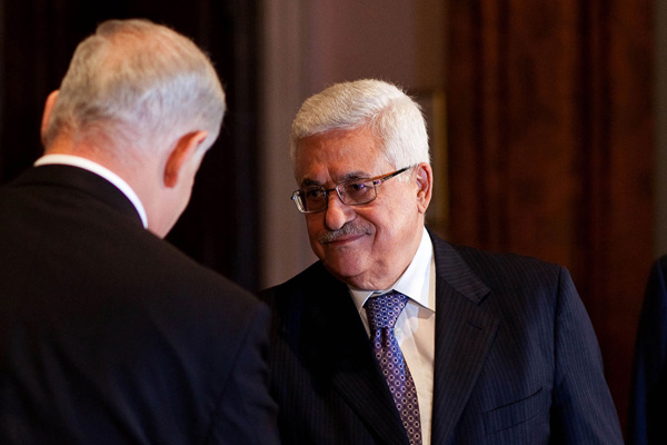 Palestinian President Mahmoud Abbas meets Israel Prime Minister Benjamin Netanyahu. (White House photo, cropped)