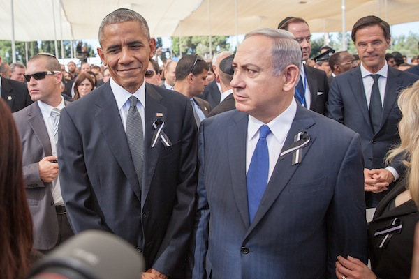 Prime Minister Benjamin Netanyahu and U.S. President Barack Obama seen during the funeral ceremony for late former President Shimon Peres at Mount Herzl, Jerusalem, on September 30, 2016. (Emil Salman/Flash90)