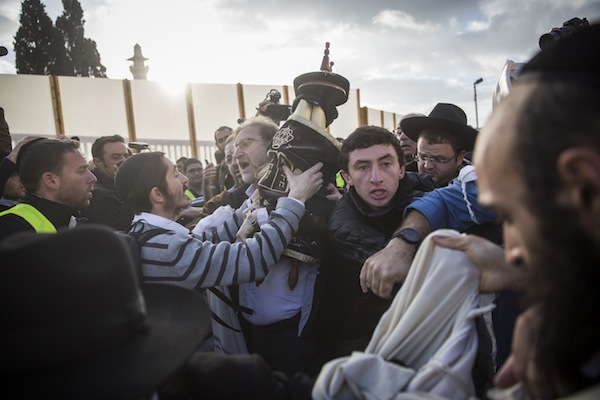 Ultra-Orthodox Jews try to prevent a group of American Conservative and Reform rabbis, along with Women of the Wall, from bringing Torah scrolls into the Western Wall compound, Jerusalem, November 2, 2016. (Hadas Parush/Flash90)