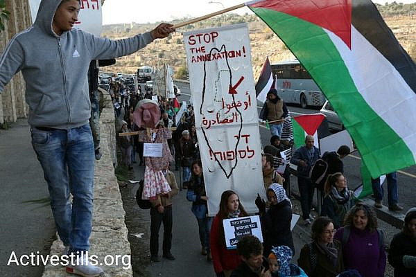 Palestinians and Israelis march along Route 60, West Bank, December 16, 2016. (Keren Manor/Activestills)
