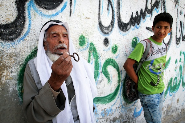 A Palestine man holds the key to his former home left behind in front of his house, Khan Younis, Gaza Strip, May 15, 2016. (Abed Rahim Khatib/Flash90)