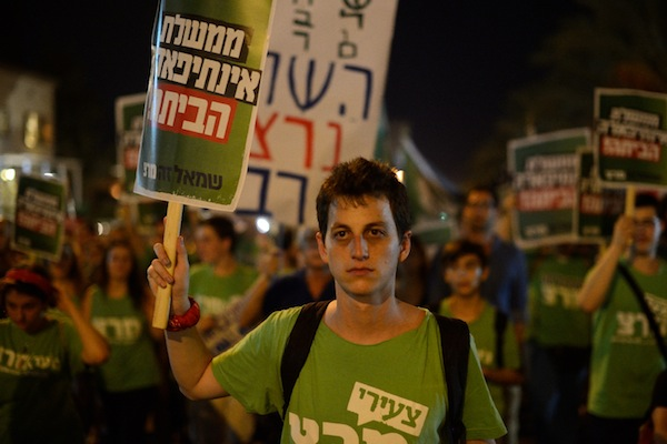 Thousands of left-wing activists call for the resignation of Israeli Prime Minister Benjamin Netanyahu in response to the increase in violent Palestinian attacks, Rabin Square, Tel Aviv, October 25, 2015. (photo: Gili Yaari/Flash90)