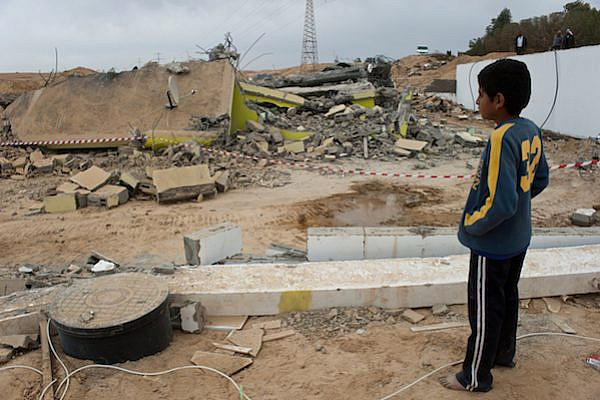 Demolition of a house in the unrecognized Bedouin village of Be'er al-Mshash, east of Be'er Sheva, December 29, 2010. (Jorge Novominsky/FLASH90)