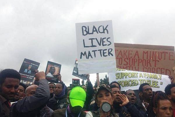 African asylum seekers demonstrate outside the Supreme Court, Jerusalem, January 26, 2017. (Yael Ravid)