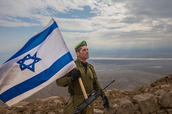 A soldier from the Nahal Infantry Brigade at the end of a training exercise in the Negev, Israel, February 16, 2015. (Evan Lang & Adi James Brown, IDF Spokesperson's Unit/CC 2.0)