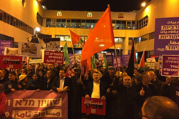 Thousands of Palestinian and Jewish Israelis march outside Tel Aviv's Dizengoff Center against home demolitions and in support of equality, February 4, 2017. (Haggai Matar)