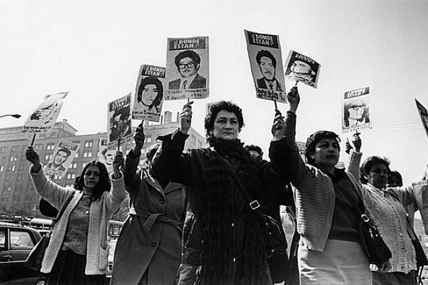 Women from the Association of the Families of the Disappeared demonstrate in front of the palace of the government during the military rule of Pinochet. By Museum of Memory and Human Rights. CC BY-SA 3.0.