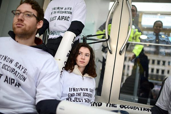 IfNotNow activists form a human chain outside the Washington Convention Center to protest the annual AIPAC Policy Conference, Washington D.C., March 26, 2017. (Gili Getz)