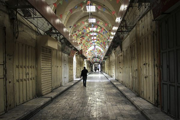 Palestinian shops in Nablus are shuttered during a general strike in solidarity with hunger-striking Palestinian prisoners, April 27, 2017. (Nasser Ishtayeh/Flash90)