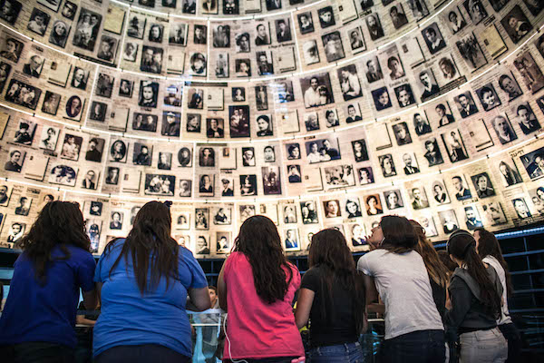 Children visit the Yad Vashem Holocaust  museum in Jerusalem, April 17, 2012. (Noam Moskowitz/Flash 90)
