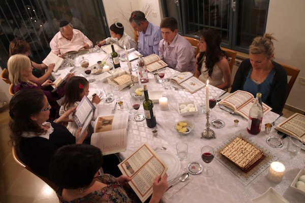 An Israeli family holds a Passover seder, Tzur Hadassah, April 14, 2014. (Nati Shohat/Flash90)
