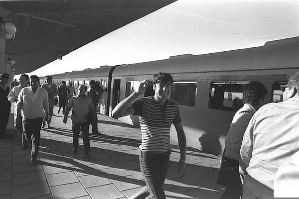 Palestinians disembark at the South Tel Aviv station after riding the train from Gaza City on the first day of its operation, November 1, 1972. (Moshe Milner/GPO)