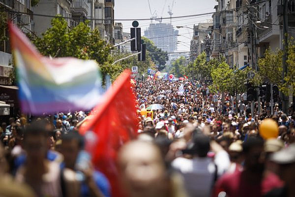 Over 100,000 thousand people participate in the annual Pride Parade in Tel Aviv, June 9, 2017. (Hadas Parush/Flash90)