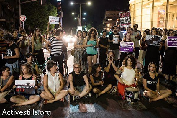 Dozens of women block traffic on Rothschild Boulevard to protest violence against women, central Tel Aviv, July 17, 2017. (Yotam Ronen/Activestills.org)