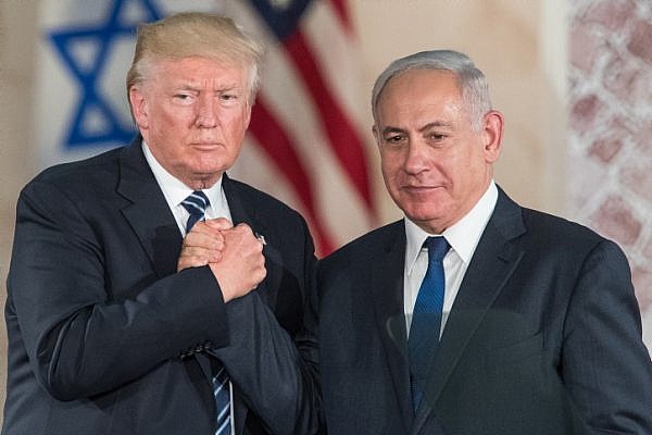 President Donald Trump and Israeli Prime Minister Benjamin Netanyahu shake hands after giving final remarks at the Israel Museum in Jerusalem before Trump's departure, May 23, 2017. (Yonatan Sindel/Flash90)
