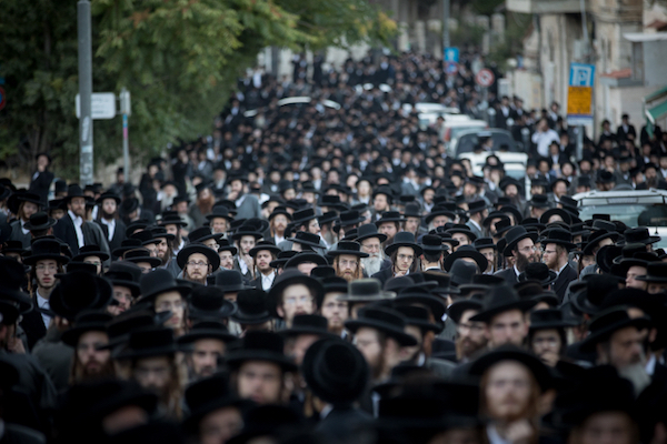 Thousands of ultra-Orthodox Jews protest businesses that operate on Saturdays , the Jewish day of rest, Jerusalem, June 29, 2017. (Yonatan Sindel/Flash90)