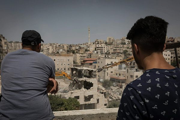 Israeli military bullldozers demolish a Palestinian four floor building in the East Jerusalem neighborhood of Issawiya. July 11, 2017. Photo by Afif H. Amireh/Flash90 *** Local Caption *** ????? ????? ??? ???????? ???????? ???? ???????
