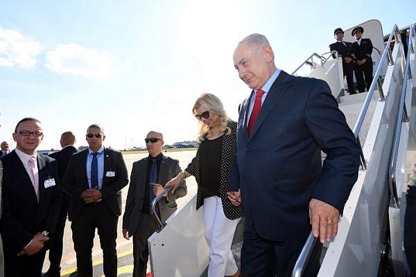 Israeli Prime Minister Benjamin Netanyahu and his wife Sara arrive in Hungary, July 17, 2017. (Haim Zach/GPO)