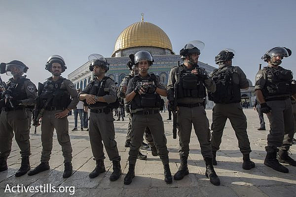 Border Police officers guard the Temple Mount/Haram al-Sharif compound, July 27, 2017. (Activestills.org)