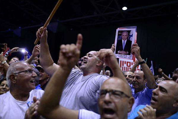 Likud party supporters at a rally in support of Prime Minister Benjamin Netanyahu, as he and his wife face legal investigations, Tel Aviv, August 9, 2017. (Tomer Neuberg/Flash90)