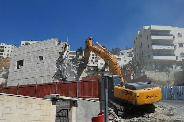 An Israeli bulldozer demolishes a home in Ras al-Amud, East Jerusalem, September 13, 2017. (B'Tselem)