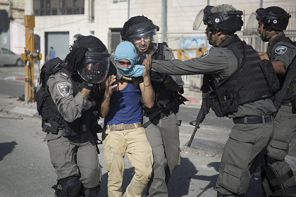 Israeli Border Police detain a Palestinian youth during clashes at Shuafat Refugee Camp in East Jerusalem, September 18, 2015. (Hadas Parush/Flash90)