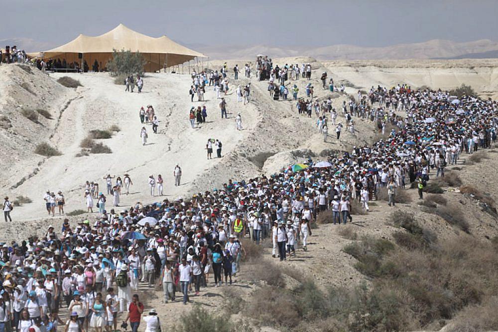 Thousands of Israeli, Palestinian women 'wage peace' in the desert - +972 Magazine