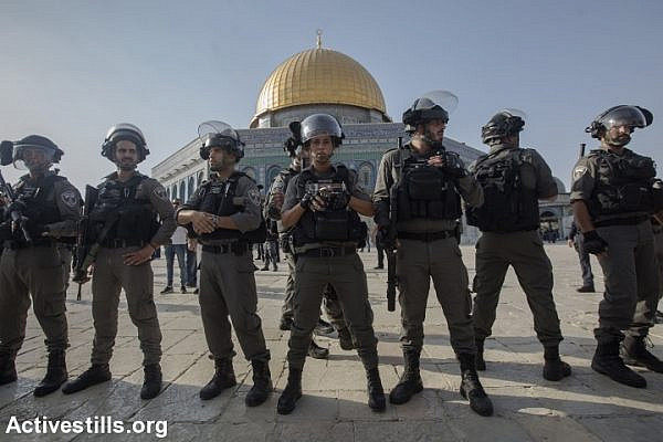 Israeli Border Police officers seen in the Aqsa Mosque compound the day after the metal detectors were removed and Muslim worshipers returned, July 27, 2017, Jerusalem. (Activestills.org)