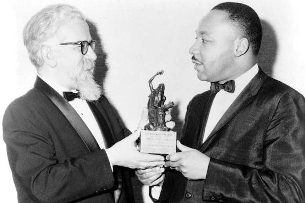 Rabbi Abraham Heschel presents the Judaism and World Peace award to Dr. Martin Luther King, Jr. (New York World-Telegram/LoC)