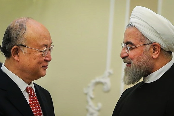 Iranian President, Hassan Rouhani meets Director General of the International Atomic Energy Agency, Yukiya Amano in Saadabad Palace, Tehran, October 13, 2015. (Mahmoud Hosseini/CC BY 4.0)