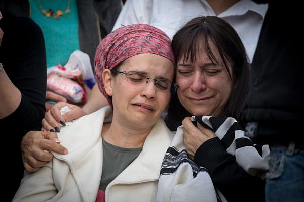 Yael Shevach, widow of Rabbi Raziel Shevach attends her husband's funeral in the West Bank outpost of Havat Gilad, January 10, 2018. Shevach was murdered in a drive-by shooting near the outpost. (Miriam Alster/Flash90)