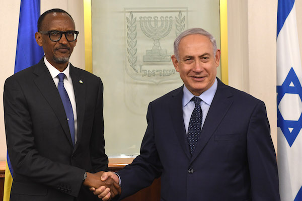 Israeli Prime Minister Benjamin Netanyahu meets with President of Rwanda Paul Kagame, at the Prime Minister's Office in Jerusalem on July 10, 2017. (Kobi Gideon/GPO)