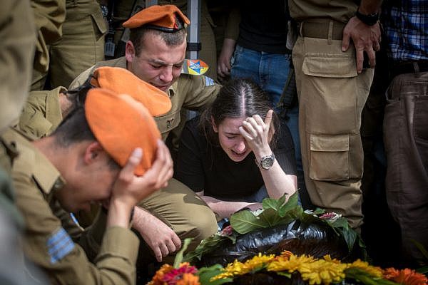 Family of Cpt. Ziv Daos mourn during his funeral in Holon Cemetery, March 18, 2018. Daos was killed vehicle-ramming attack near the West Bank settlement Mevo Dotan. (Miriam Alster/Flash90)