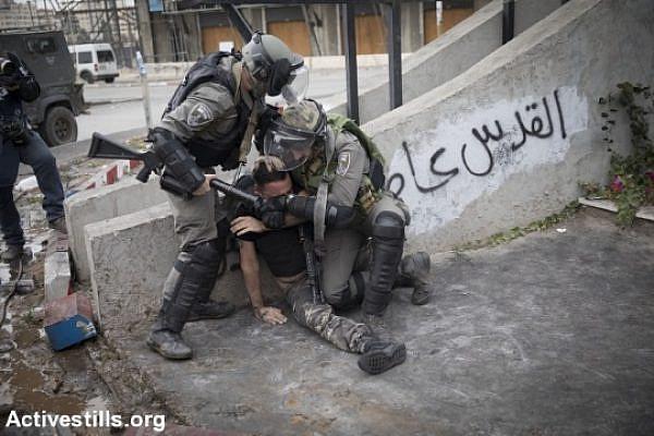 Illustrative photo of Border Police officers arresting a Palestinian. (Oren Ziv/Activestills.org)