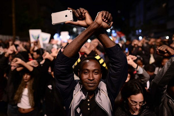 Thousands of African asylum seekers and human rights activists protest against deportation, on February 21, 2018. (Tomer Neuberg/Flash90)