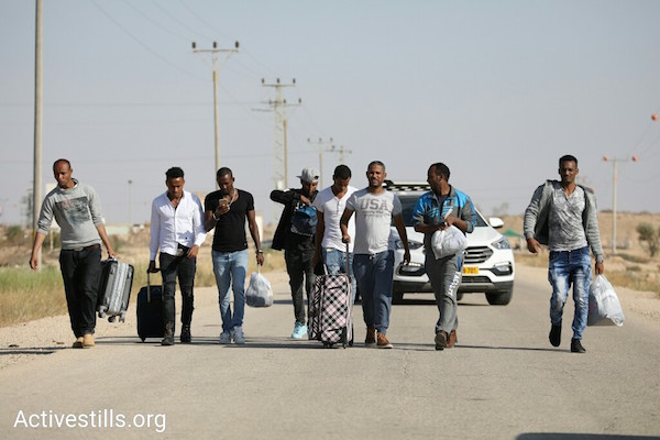 Asylum seekers released from Saharonim after Israel failed to present a new agreement that permits their deportation to Uganda. April 15, 2018. (Oren Ziv / Activestills.org)