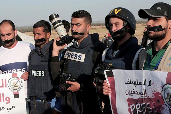 Palestinians takes part in a protest against the killing of journalist Yasser Murtaja in Rafah, near the Israel-Gaza border, Gaza Strip, April 8, 2018. (Abed Rahim Khatib/ Flash90)