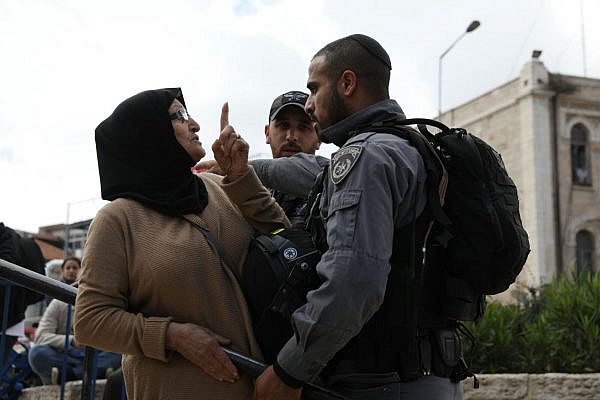 A Palestinian woman argues with an Israeli Border Police officer during Jerusalem Day celebrations near the Old City, May 13, 2018. (Oren Ziv/Activestills.org)