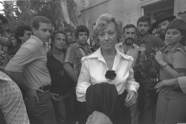 Felicia Langer exits the High Court in Jerusalem, after the hearing of the appeal against Bassem Shaka's expulsion. November 22, 1979. (Herman Hanina)