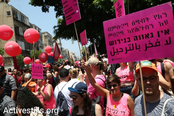 LGBTQ activists protest pinkwashing during the Tel Aviv Pride March. June 8, 2018. (Activestills.org)