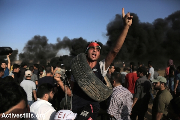Palestinians protest at the Gaza-Israel separation, east of Gaza City, Friday, June 22, 2018. (Mohammed Zaanoun / Activestills.org)