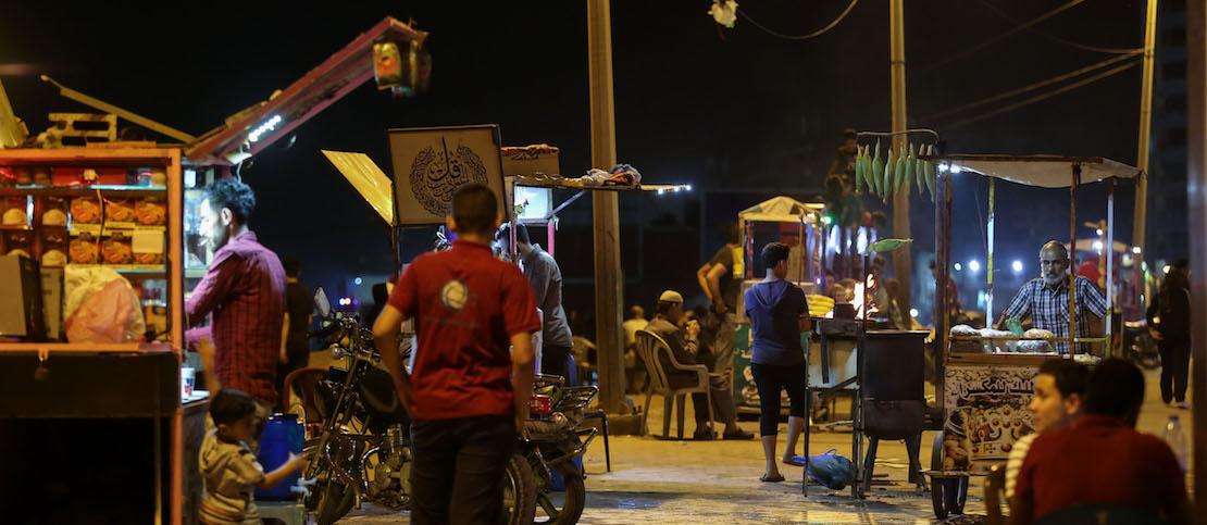 Street vendors seen on the Gaza promenade. (Mohamed Al Hajjar)