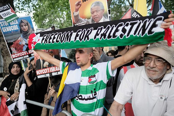 Illustrative photo of pro-Palestine protesters in London, June 10, 2018. (Alisdare Hickson/ CC BY-SA 2.0)