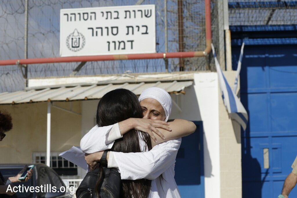 Family and friends greet Palestinian poet Dareen Tatour upon her release from prison on September 20, 2018. (Oren Ziv/Activestills.org)