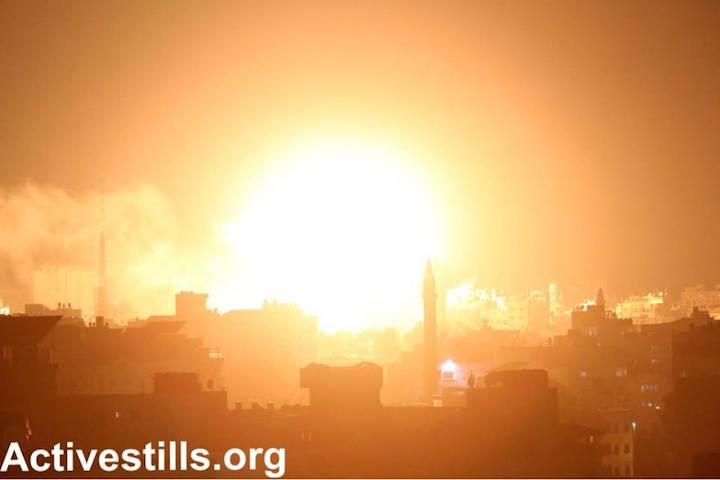 An Israeli air strike on Gaza City, after Palestinians fired rockets from the Strip into Israel following a botched IDF raid deep inside Gaza, November 12, 2018 (Mohammad Zaanoun/Activestills.org)