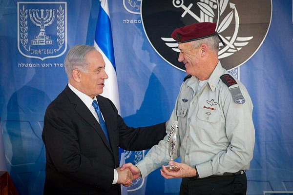 Outgoing IDF Chief of Staff Benny Gantz seen with Israeli prime minister Benjamin Netanyahu at a ceremony held in honour of  incoming IDF chief of staff Gadi Eizenkot (not seen) at a ceremony held in Eizenkot's honour at the PM's office in Jerusalem, on February 16, 2015. Photo by Miriam Alster/FLASH90 *** Local Caption *** ??? ?????? ?????? ??????  ??? ??? ????? ??